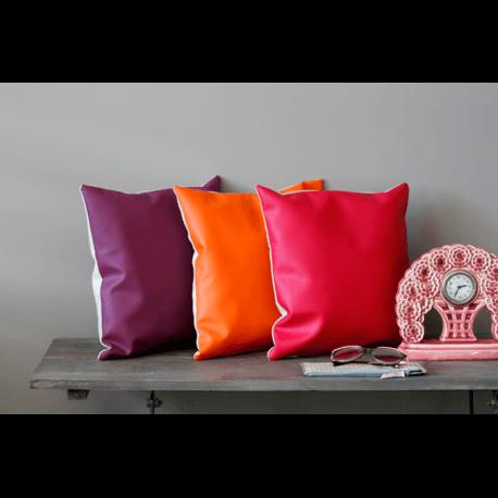 housse de coussin fausse fourrure eva aqua la maison d. Black Bedroom Furniture Sets. Home Design Ideas