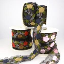 Broderie fleurs sur tulle